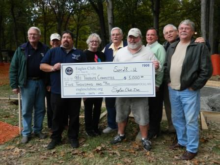 2012-10-01 Eagles donation1