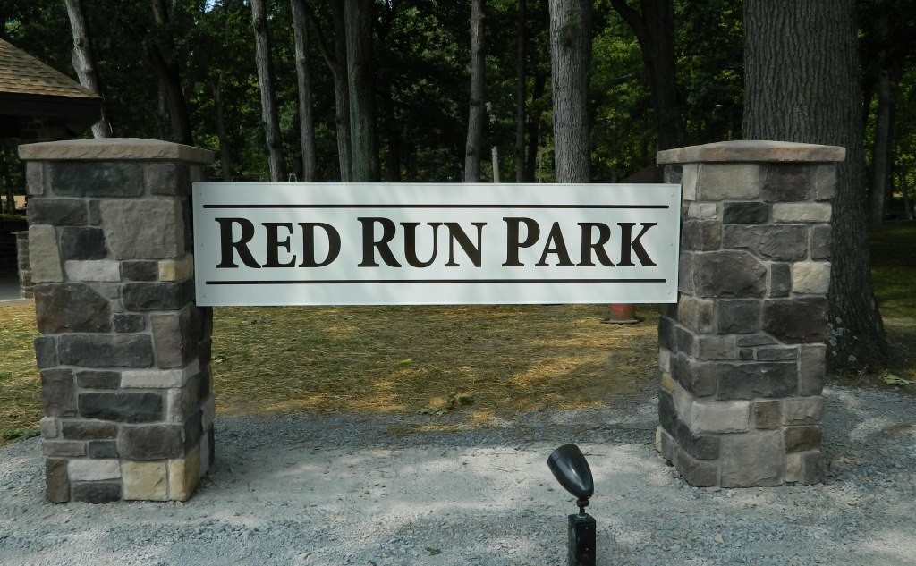 2013-09-10 RED RUN NEW SIGN